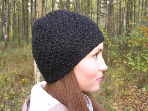 Женская шапка узором чешуйки