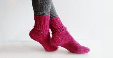 Вязание носков спицами для начинающих: схемы и описание