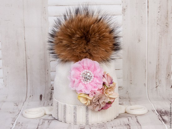 Зимняя ретро шапка для девочки спицами