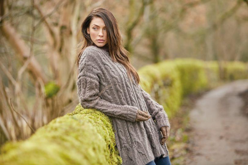 Вязание свитера спицами для женщин с описаниями и схемами