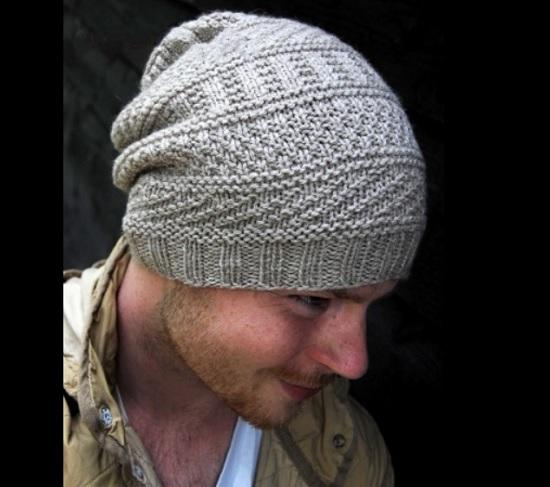 Стильная шапка для мужчин связана спицами