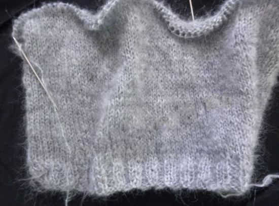 Вяжите прямое полотно чулочной вязкой