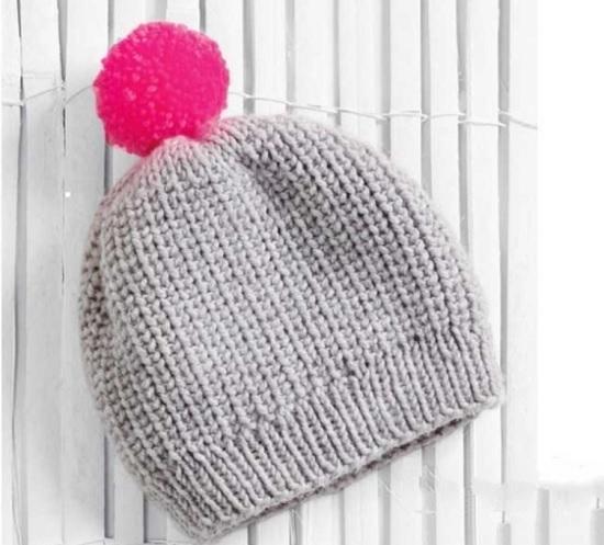 пример использования ненастоящей патентной резинки в модной шапочке