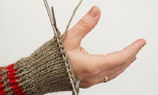 переходим на вязание варежек основным цветом