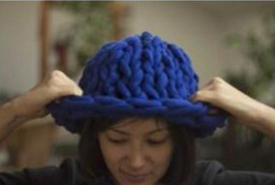 объемная шапка спицами для женщин
