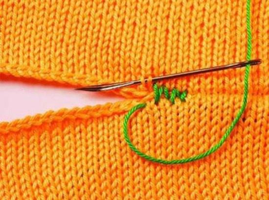 Сшиваем сначала по линии плеч и бокам