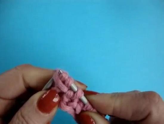 Протягиваем через накид две последние провязанные петли