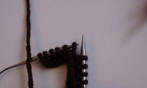 перебрасываем петельку на основную спицу