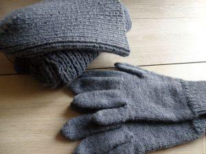 Вязание спицами: перчатки мужские