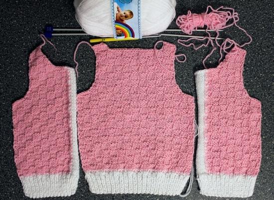Вязание жилетки для девочки спицами