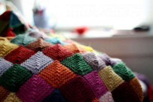 Вязание техникой пэчворк пледа